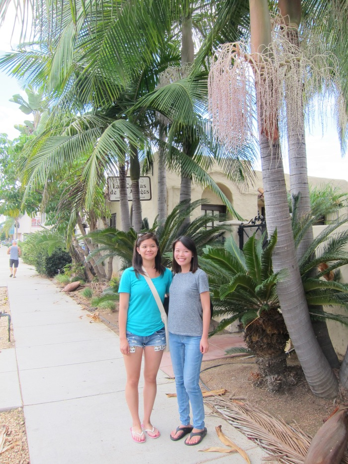 This is Tina's way to prove that we are indeed in Cali... palm trees.
