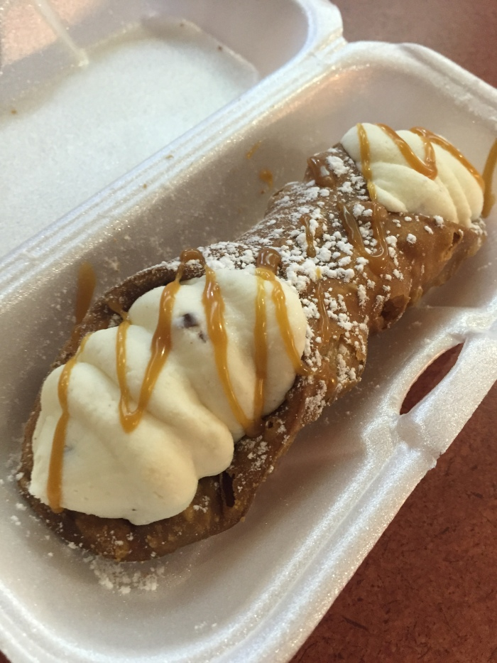 After the cheesesteak, walked around the neighborhood and came across some dessert. Sicilian Cannoli's! Imported from Italy. And the cream... the cream... the cream!!! I want some more!