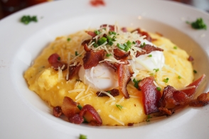Polenta with poached eggs and bacon